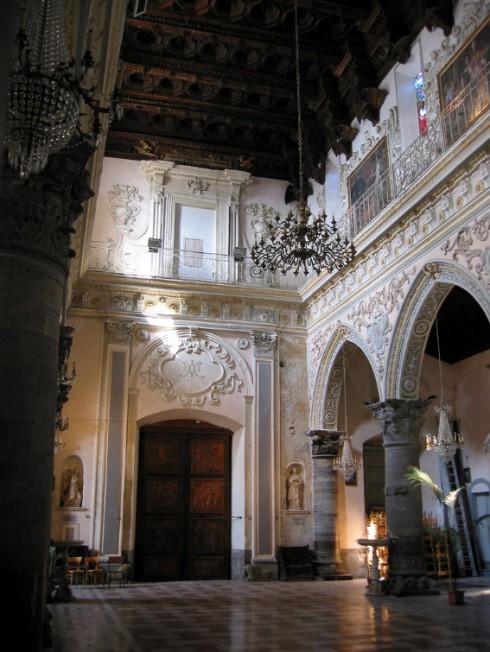 Interno del Duomo medioevale di Enna - Foto di Neil_weightman