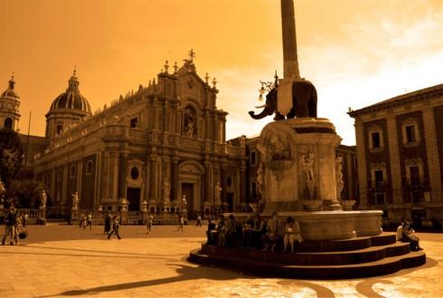 u Liotru in piazza Duomo