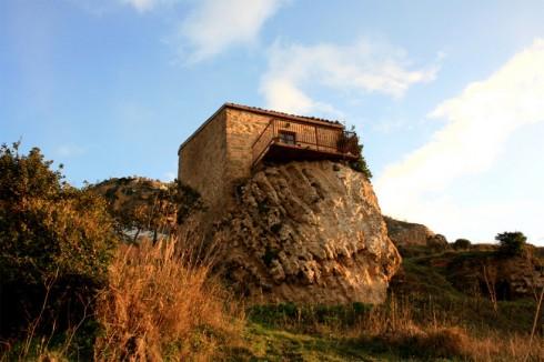 Enna, la casa sulla roccia