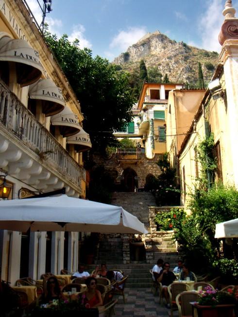 Piazza IX Aprile a Taormina - Foto di RedMade