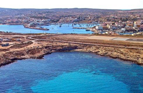 Lampedusa, il mare, il porto e l'aereoporto